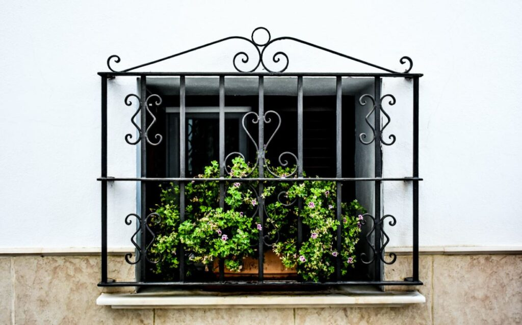Fenster mit Gitter